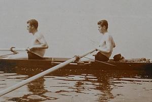 Il primo storico equipaggio della Libertas Cusiana poi diventata Canottieri Lago d'Orta