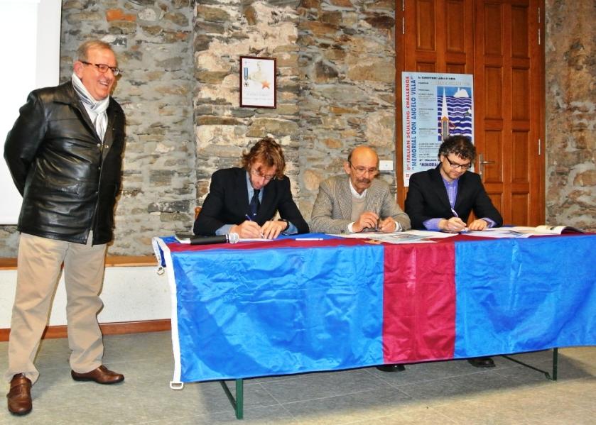 Da sinistra il Vice Presidente del Comitato Regionale FIC Mauro Petoletti, Stefano Basalini, il Presidente della Canottieri Lago d'Orta Antonio Soia e Ivo Casorati